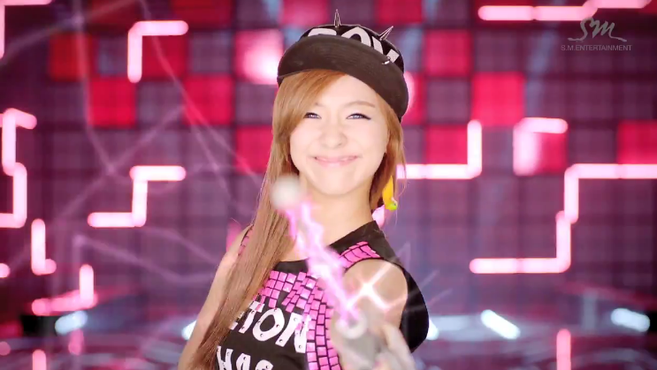 Kpop Quick Review: Electric Shock by f(x) | KrayPop Reviews F(x) Luna Electric Shock Hair